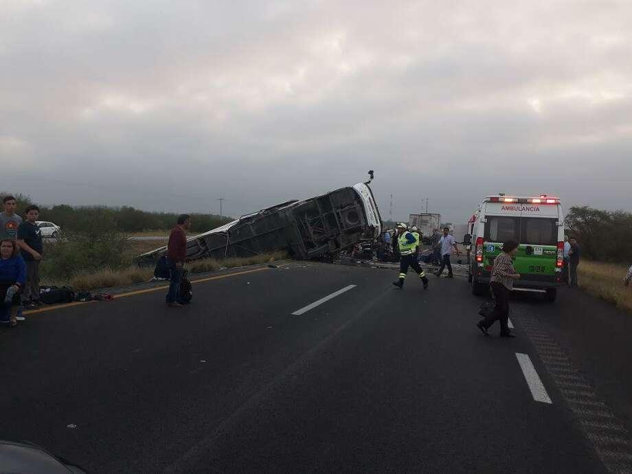 La Policía Federal divulgó en Twitter esta fotografía indicando el cierre parcial de circulación por el kilometro 62 de Autopista Monterrey-Reynosa, con dirección a Monterrey. Photo: Foto De Cortesía / Policía Federal Twitter
