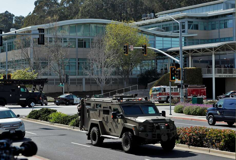 Police and emergency personnel surround the YouTube headquarters after a woman allegedly opened fire on several employees, including her boyfriend, before taking her own life in San Bruno, Calif., on Tuesday, April 3, 2018. Photo: Carlos Avila Gonzalez / The Chronicle
