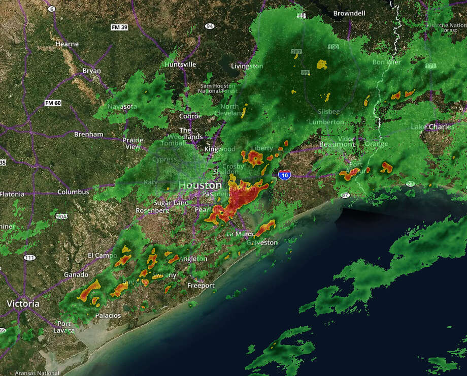 Radar image at 12:40 a.m. Wednesday shows a line of strong thunderstorms moving off to the east, having already passed through Houston. Photo: Chron.com/Weather