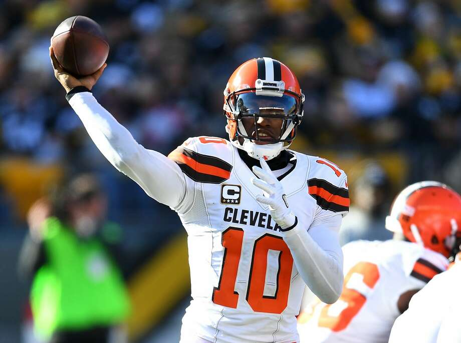 PITTSBURGH, PA - JANUARY 01:  Robert Griffin III #10 of the Cleveland Browns in action during the game against the Pittsburgh Steelers at Heinz Field on January 1, 2017 in Pittsburgh, Pennsylvania. (Photo by Joe Sargent/Getty Images) *** Local Caption *** Photo: Joe Sargent/Getty Images