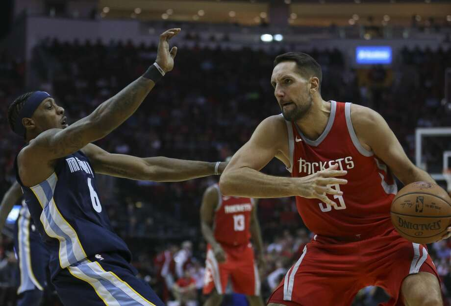 Houston Rockets forward Ryan Anderson (33) is called offense foul on Memphis Grizzlies guard Mario Chalmers (6) during the second quarter of an NBA game at Toyota Center on Saturday, Nov. 11, 2017, in Houston. ( Yi-Chin Lee / Houston Chronicle ) Photo: Yi-Chin Lee/Houston Chronicle