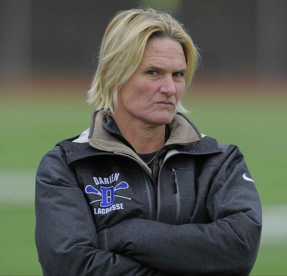Darien coach Lisa Lindley hopes to lead her team to its seventh-straight FCIAC title. Photo: Matthew Brown / Hearst Connecticut Media / Stamford Advocate