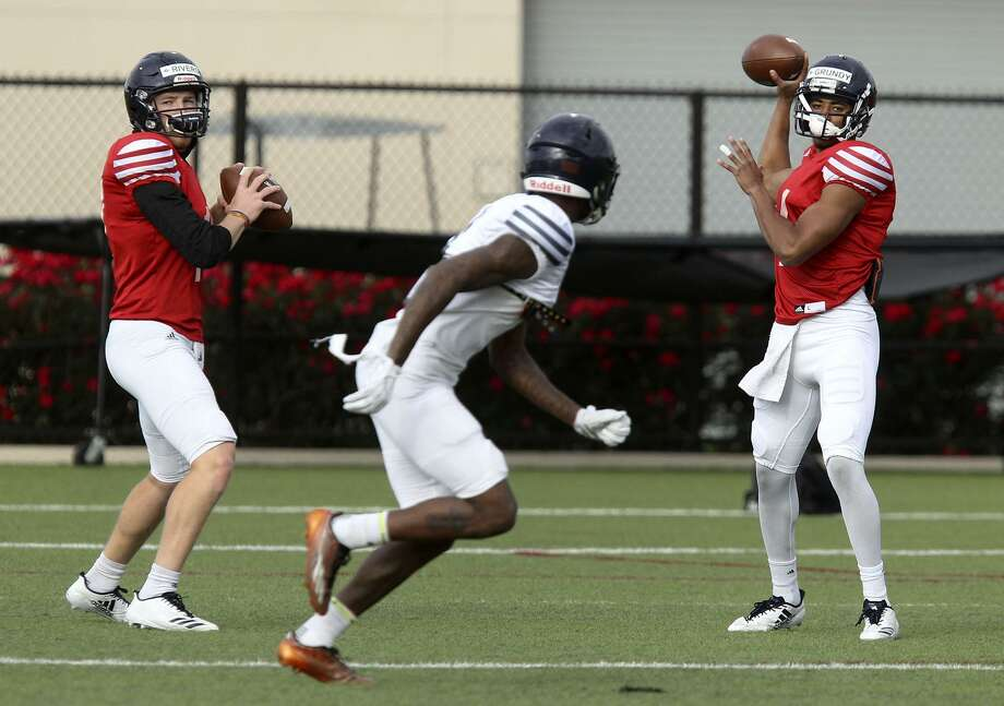 University of Texas at San Antonio quarterbacks Bryce Rivers (left) and Cordale Grundy (right) practice Wednesday April 4, 2018. Rivers went to Stevens High School in San Antonio and Grundy is from Oklahoma. Photo: John Davenport, STAFF / San Antonio Express-News / ©John Davenport/San Antonio Express-News