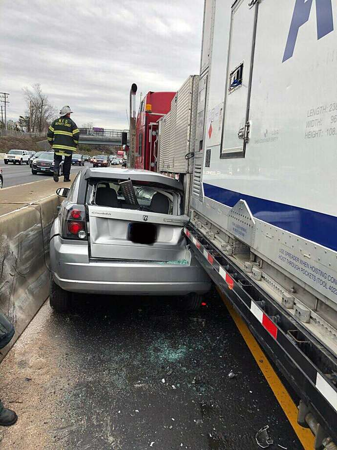 Minor injuries in Norwalk highway crash - Connecticut Post
