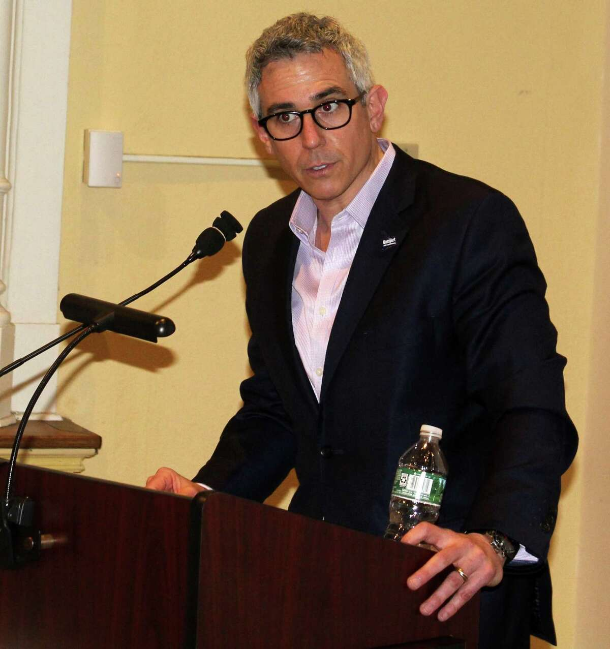RTM member Greg Kraut speaks at the April 3 meeting in Town Hall.
