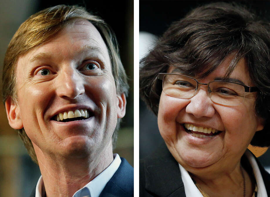Andrew White, left, and Lupe Valdez / © 2018 San Antonio Express-News