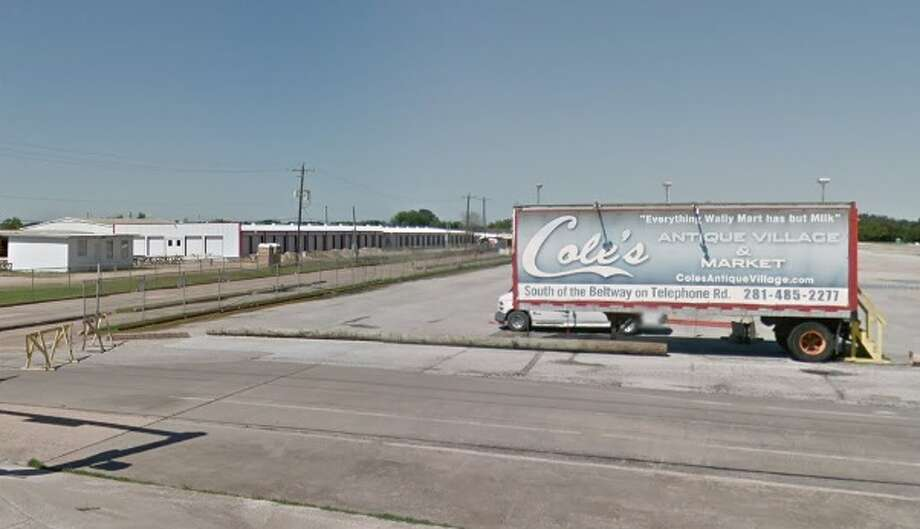 Cole's Flea Market on Highway 35 in Pearland. Photo: Google Earth