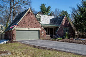 House of the Week: 1576 Dean St., Niskayuna | Realtor:   Crystal Coleman of Berkshire Hathaway HomeServices Blake  | Discuss:  Talk about this house