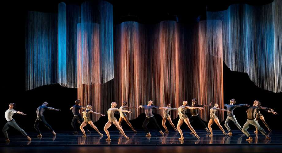 """The Smuin Company performs in Helen Pickett's """"Oasis,"""" part of Smuin's Dance Series 02 touring the Bay Area Friday, April 20, through June 2. Photo: Keith Sutter"""