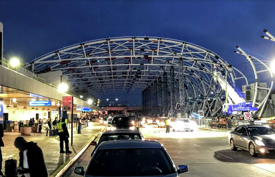 When Atlanta's airport roadway canopies are done, Uber & Lyft pickups could move Photo: Chris McGinnis