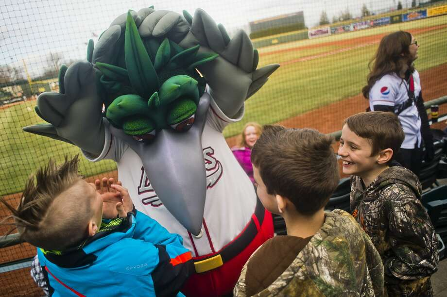 Lou E. Loon tries to get his feathers to mimic the mohawk of a young fan before the Great Lakes Loons' season-opening game against the Lansing Lugnuts on Thursday, April 5, 2018 at Dow Diamond. (Katy Kildee/kkildee@mdn.net) Photo: (Katy Kildee/kkildee@mdn.net)