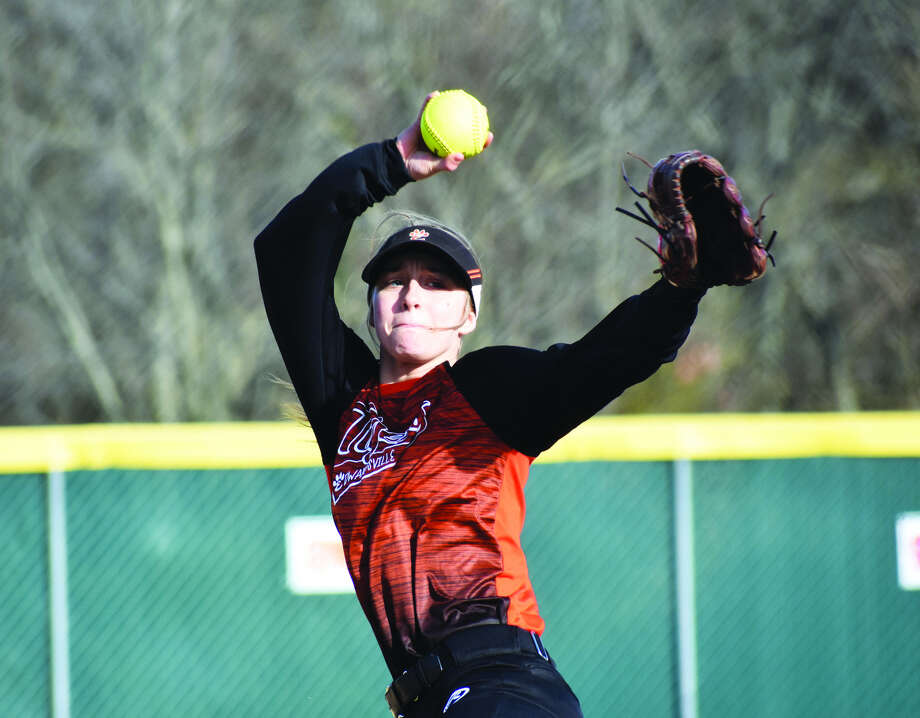Edwardsville hurler Meghan Gorniak prepares to deliver a pitch during the fifth inning of Thursday's game in Alton.