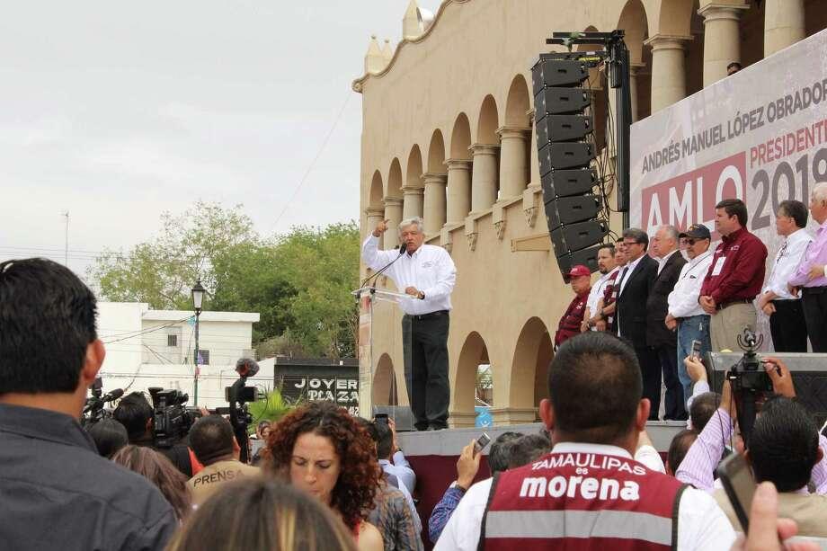 El candidato de Morena durante el mitin que realizó el jueves 5 de abril de 2018, en la Plaza Hidalgo en Nuevo Laredo, México. Photo: Mayra Garza /Laredo Morning Times
