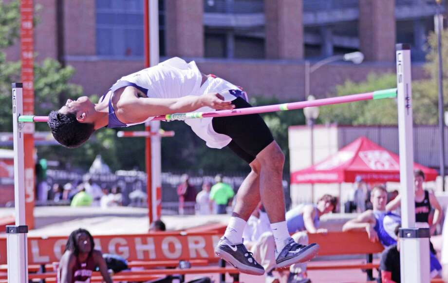 Alexander's Carlos Huerta won his second consecutive high jump title by clearing 6-6 on Thursday. Photo: Clara Sandoval /Laredo Morning Times