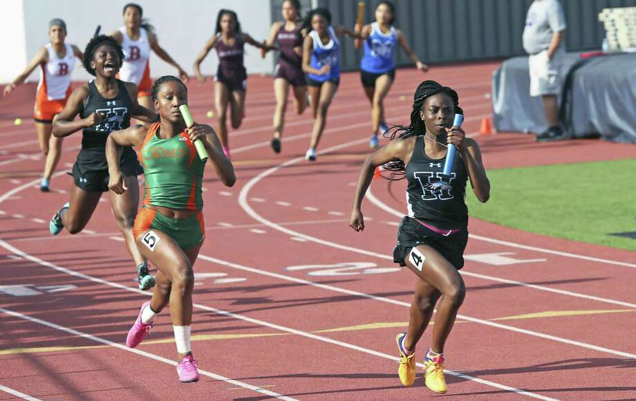 Harlan's Jasmine Henry anchors the winning 4X10 metter relay team during the District 28-5A track and field meet at Alamo Stadium on April 5, 2018. Photo: Tom Reel, Staff / San Antonio Express-News / 2017 415916Z.1 ANTONIO EXPRESS-NEWS