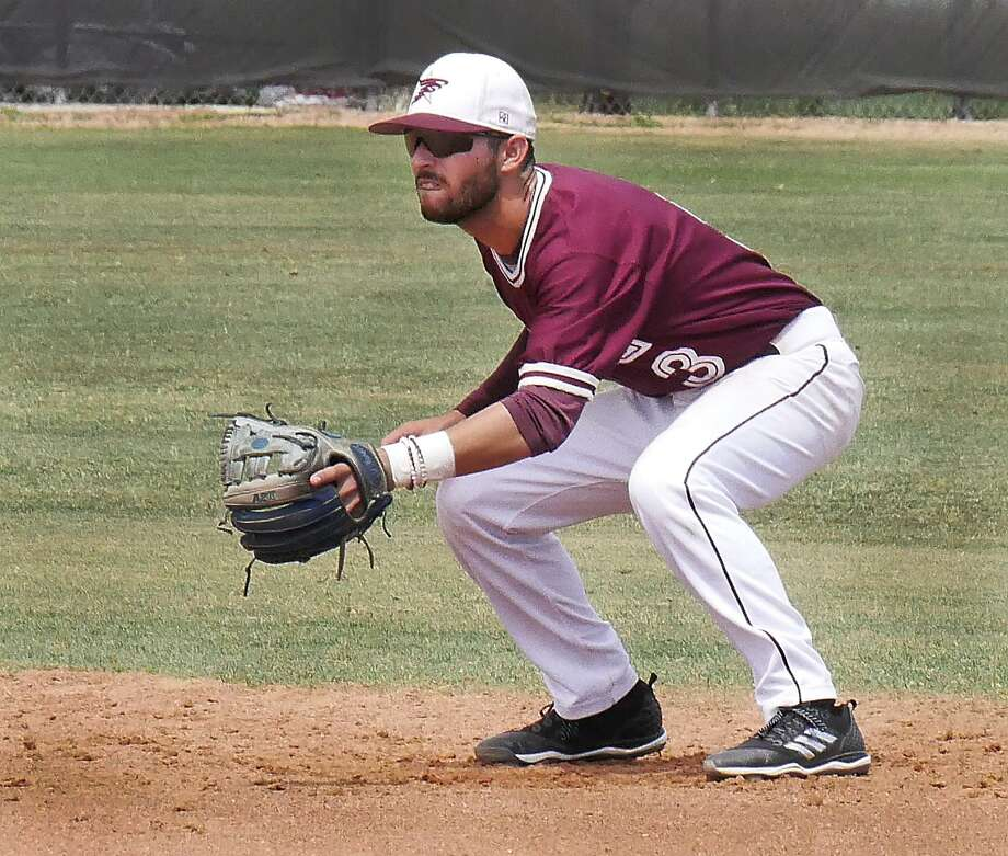 Second baseman Mario Ramirez and TAMIU host Oklahoma Christian this weekend in a battle of two out of five teams tied for fourth place in the Heartland Conference. Photo: Cuate Santos /Laredo Morning Times File / Laredo Morning Times