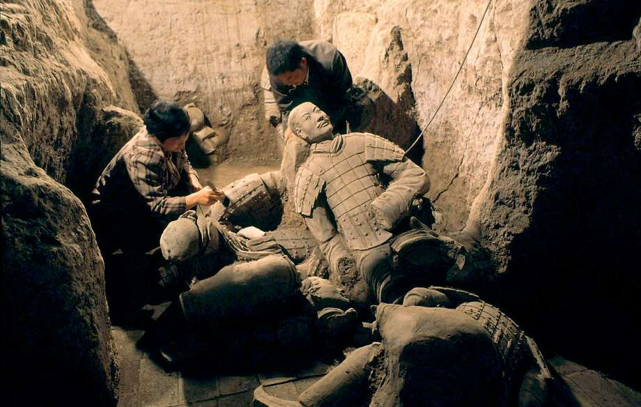 Chinese archaeologists excavate terracotta warriors in Xian in central China in December 1998. Photo: Reuters