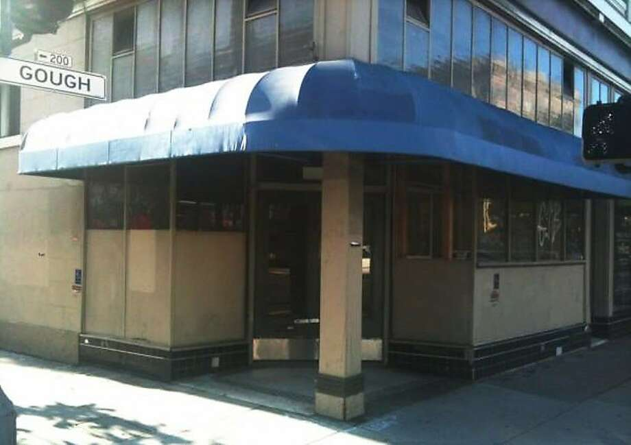 The exterior of 198 Gough St. in 2012, before Michelle Polzine transformed the facade in order to open 20th Century Cafe. Photo: Michelle Polzine