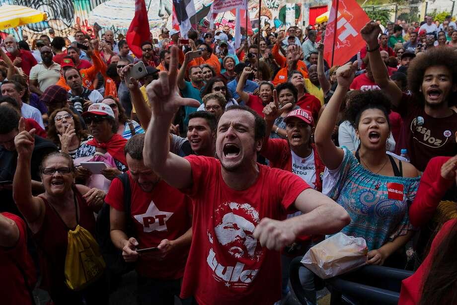 Supporters of former President Luiz Inacio Lula da Silva rally outside the headquarters of the metal workers union in São Bernardo do Campo, Brazil. Photo: Lalo De Almeida / New York Times