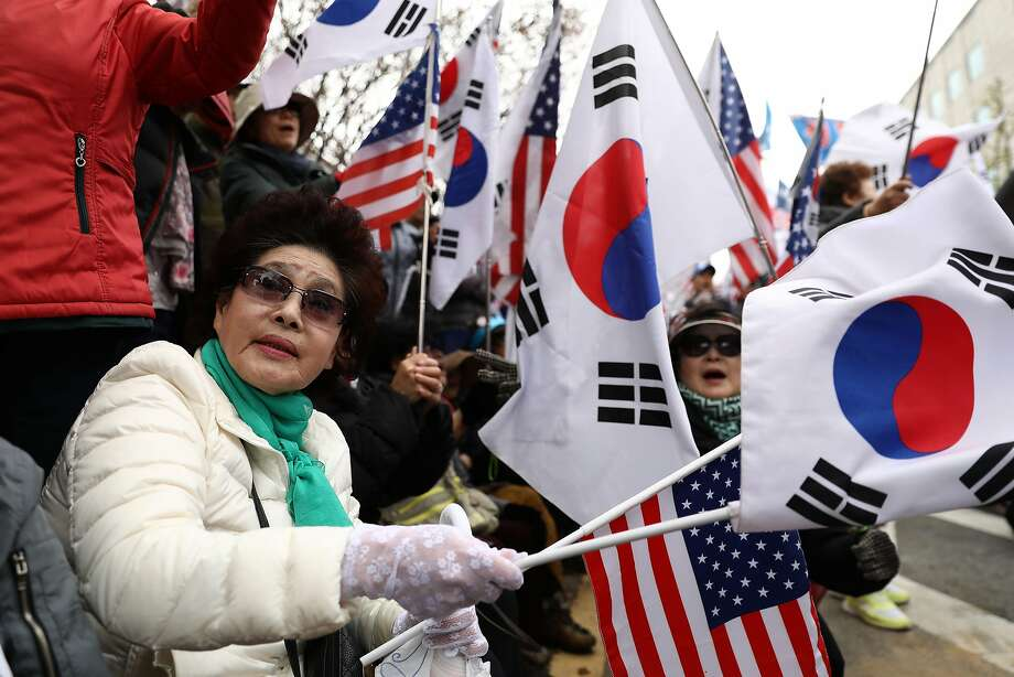 Supporters of former president Park Geun-hye participate in a rally in front of a Seoul courthouse. Photo: Chung Sung-Jun / Getty Images