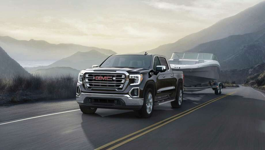 As this SLT shows, the 2019 Sierra will sport a dramatic new grille and wheels are pushed further out, toward the corners for less overhang. The wheel wells are also much smoother, losing the bulges that are so prominent in the current Sierra.
