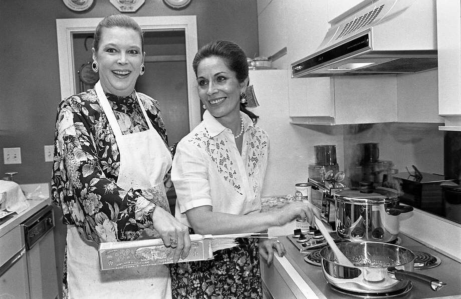 Betsy Parish gets a lesson in cooking pasta from Ermy Borlenghi in 1987, two years before she became the Houston Post's gossip columnist. Photo: Larry Reese, HC Staff / Houston Chronicle / Houston Chronicle