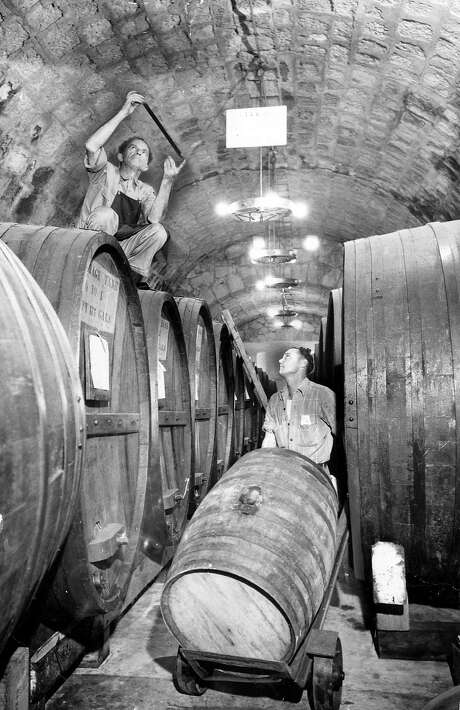 Workers at a winery September 27, 1949. Photo: Bob Campbell / The Chronicle 1949