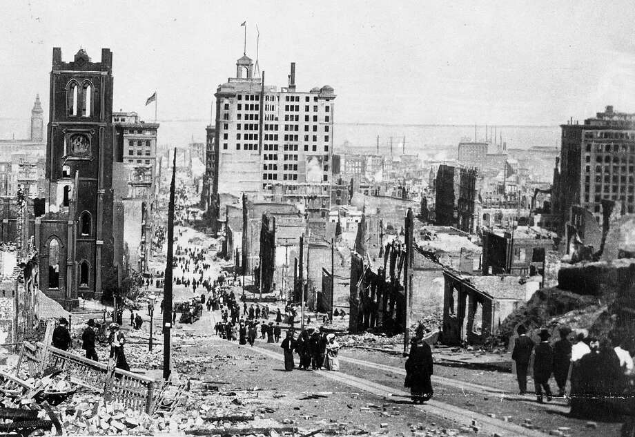Looking down California Street from Stockton Street at the Merchants Exchange (with flagpole) after the 1906 earthquake. Photo: The Chronicle 1906