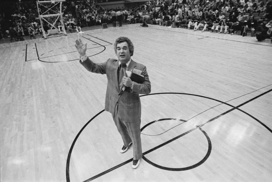 Evangelist Bob Harrington preached a sermon during half-time at a Spurs-Pacers game on April 10, 1974. Photo: Courtesy UTSA Special Collections / UTSA Special Collections