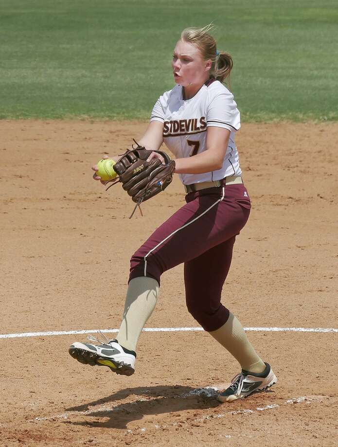 TAMIU won 5-1 Saturday against Rogers State behind a complete game from Melanie Lint as the Dustdevils swept RSU over the weekend. Photo: Cuate Santos /Laredo Morning Times / Laredo Morning Times