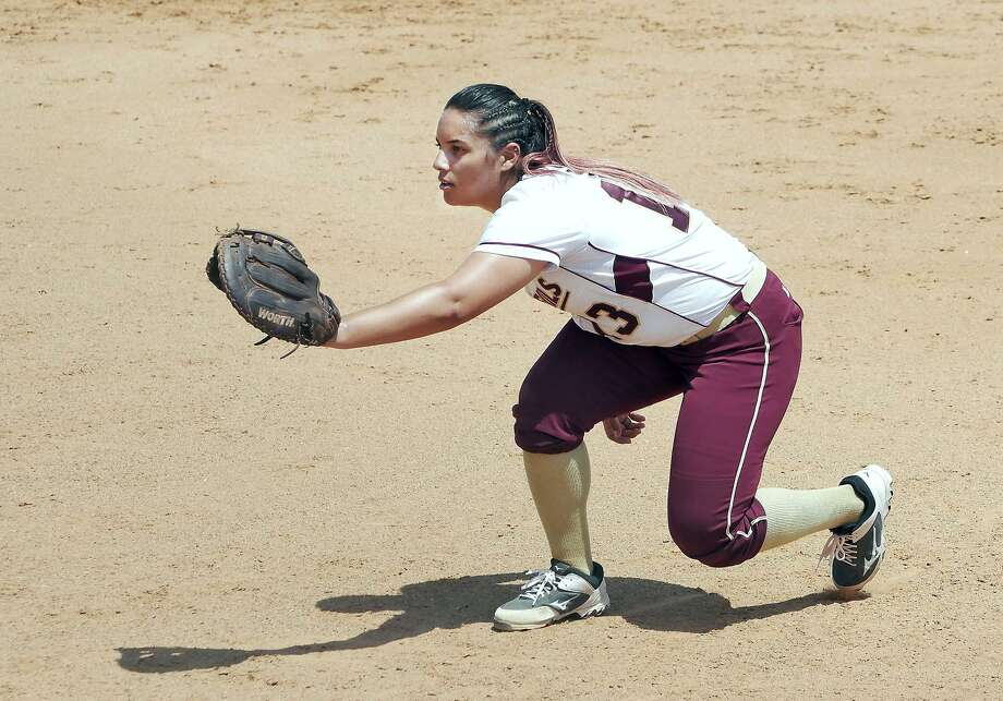 First baseman Brandi Giles had two home runs Friday as TAMIU won 5-4 and 9-3 in a doubleheader with St. Edward's. The Dustdevils are in third place in the Heartland Conference. Photo: Cuate Santos /Laredo Morning Times File / Laredo Morning Times
