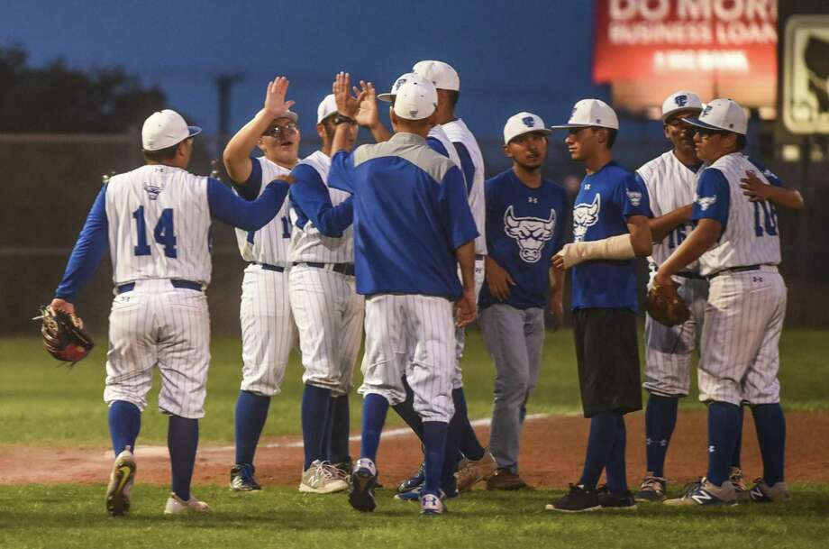 Cigarroa (11-13, 7-4 District 31-5A) breezed past Mission Veterans Memorial 18-0 Friday night at Freddie Benavides Field. Photo: Danny Zaragoza /Laredo Morning Times