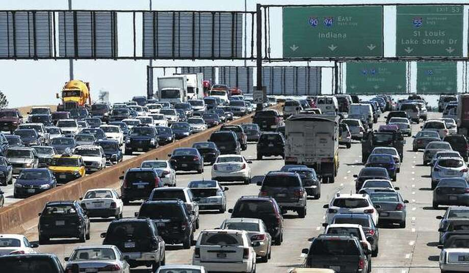Traffic begins to thicken as motorists getting an early jump to Memorial Day destinations in Indiana and Michigan travel an interstate freeway through Chicago in 2014. Photo: Charles Rex Arbogast | AP