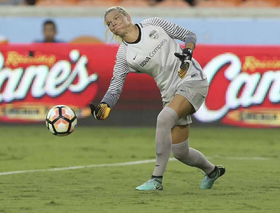 Dash goalkeeper Jane Campbell will be in familiar surroundings when the U.S. women's team squares off against Mexico at BBVA Compass Stadium. Photo: Yi-Chin Lee, Staff / Houston Chronicle / © 2017  Houston Chronicle