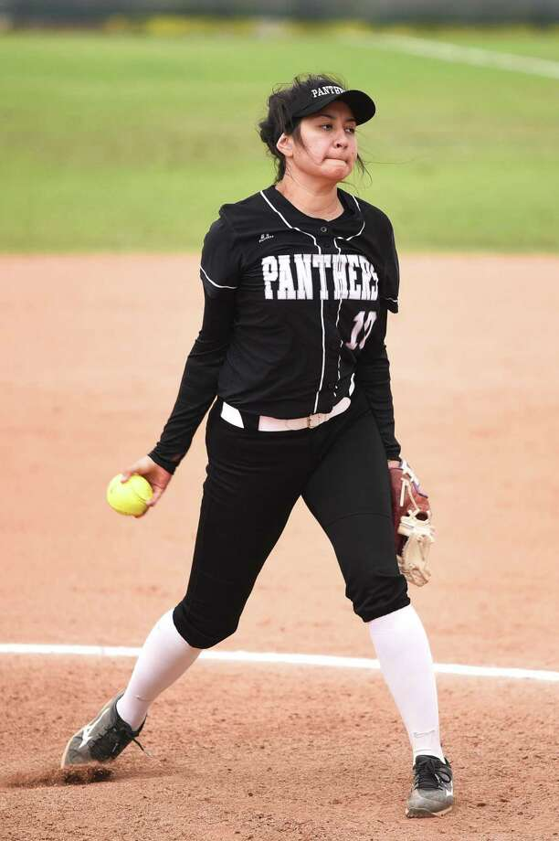 Mayra Perez allowed just two hits and two walks on the mound and hit a home run Saturday in United South's 3-1 victory over Del Rio at the SAC. Photo: Danny Zaragoza /Laredo Morning Times