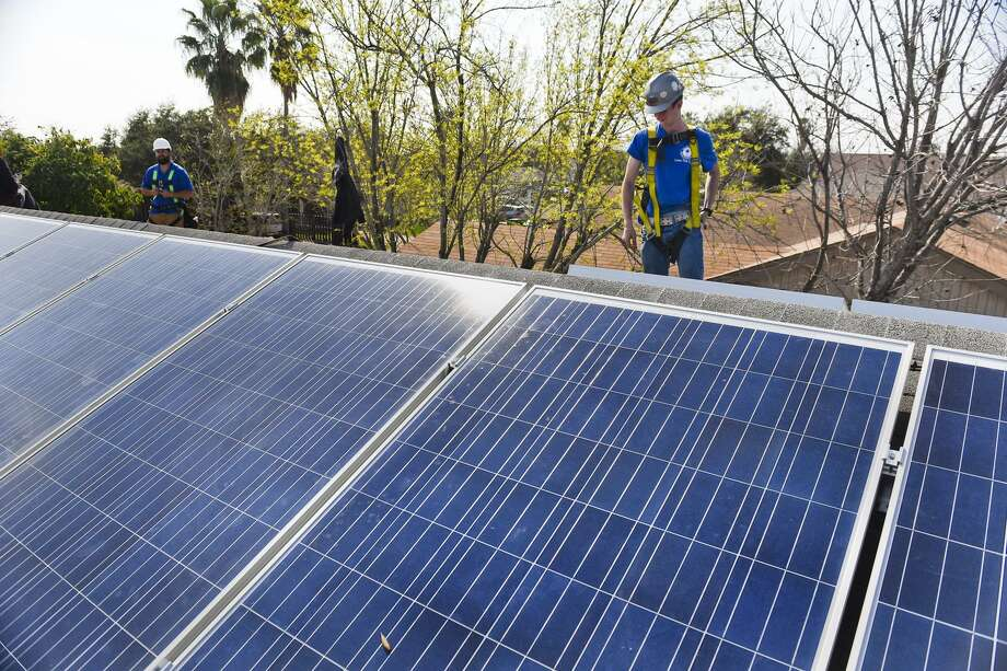In this file photo, the sun shines on a set of recently installed solar panels on a roof in Laredo. Photo: Danny Zaragoza /Laredo Morning Times / LAREDO MORNING TIMES