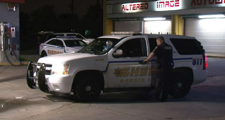 A store clerk was shot in an overnight robbery in northern Harris County. Photo: Metro Video