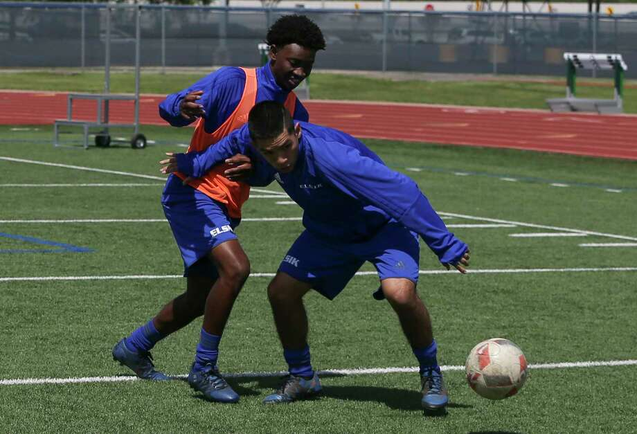 Elsik High School boys soccer players Danford Ndabah, left, and Steven Guillen battle for control of the ball during a team practice at the LeRoy Crump Stadium on Wednesday, March 21, 2018, in Houston. ( Yi-Chin Lee / Houston Chronicle ) Photo: Yi-Chin Lee / © 2018 Houston Chronicle