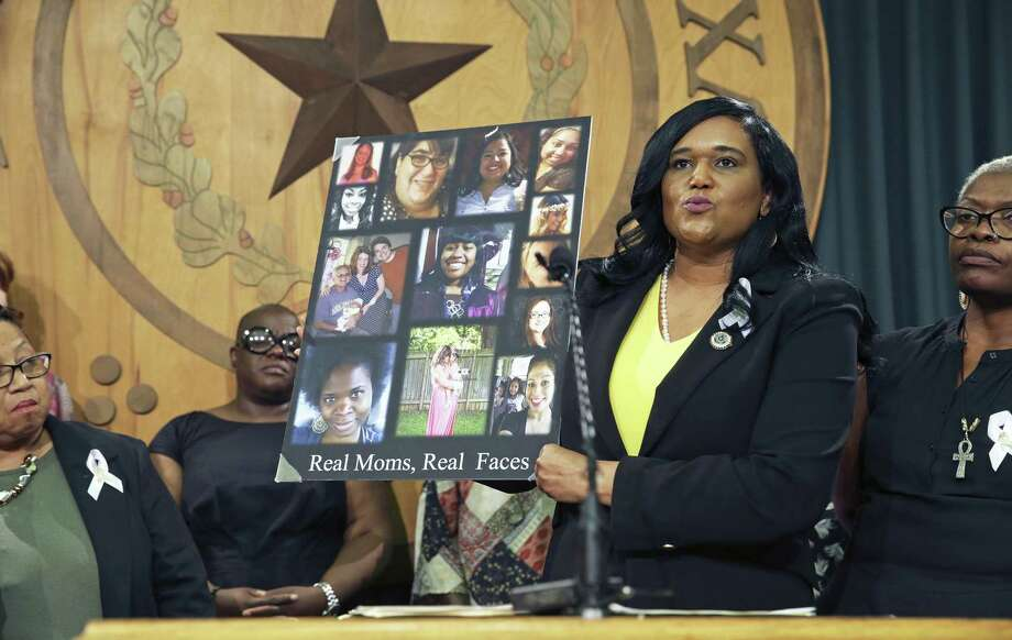 Representative Shawn Thierry, D-Houston, explains her position on a bill she is sponsoring to be brought up as item 20 in the special on July 26, 2017. Photo: Tom Reel, Staff / San Antonio Express-News / 2017 SAN ANTONIO EXPRESS-NEWS