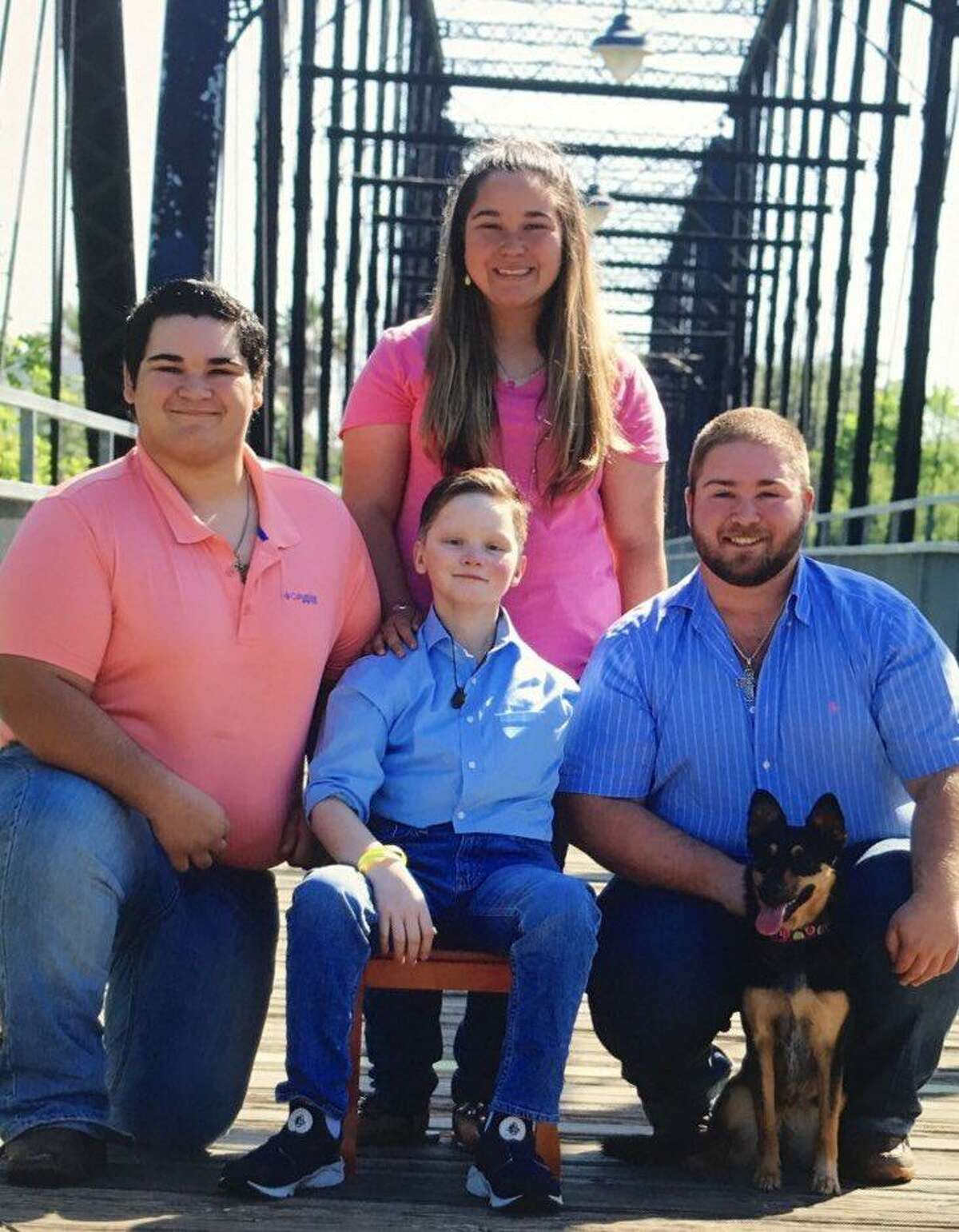 Damon (center) poses with twin sister Dara, brothers Brandon (right) and Stephen Billeck and family dog Shelby.