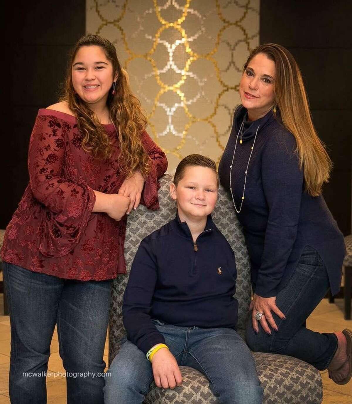 Damon with twin sister Dara and mother Lisa Billeck.