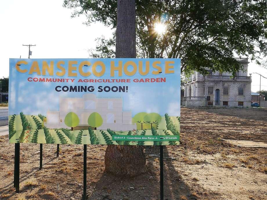 En esta foto de archivo de octubre 7 de 2017, se anunciaba que un Jardín Comunitario de Agricultura planeaba sembrarse alrededor de la Casa Canseco. Photo: Cuate Santos /Laredo Morning Times / Laredo Morning Times