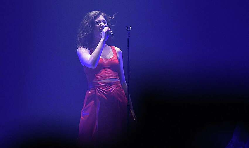 The sultry-voiced New Zealand-born pop singer Lorde made her first-ever Connecticut appearance at the Mohegan Sun Arena on Saturday night in Uncasville, Conn.