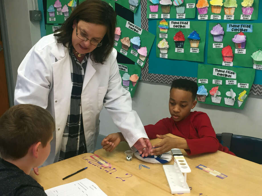 Columbus Elementary School teacher Melissa Unger leads Nick Paschall, left, and Matthew Winters in an activity during the school's Mad Science period. Photo: Julia Biggs • Jbiggs.edwi@gmail.com