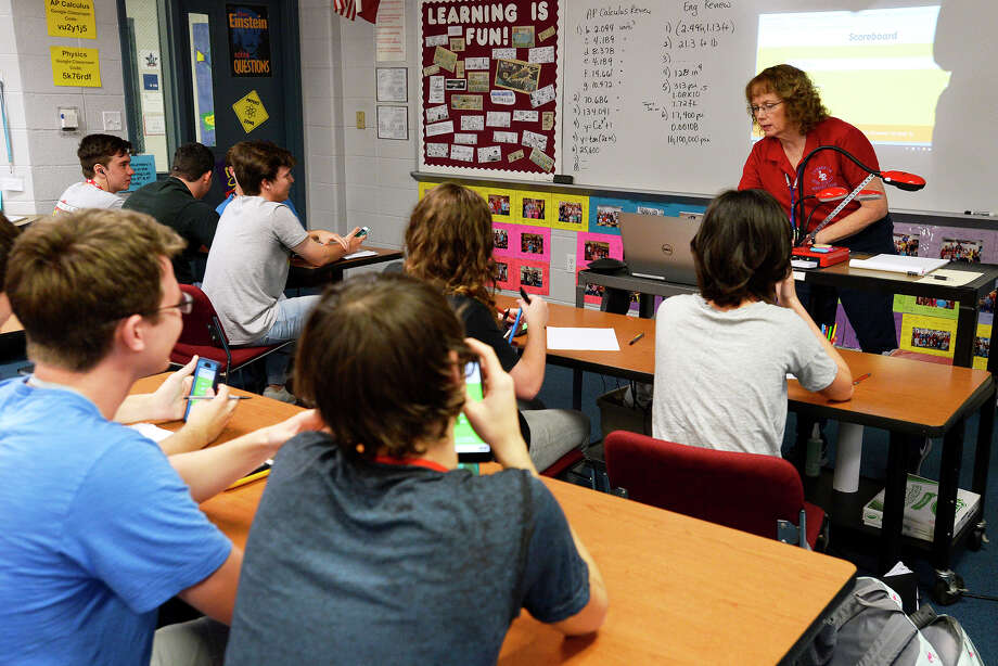 Susan Letourneau leads her Advanced Placement Calculus class in a math quiz game using their phones at Lumberton High School. Students use their phones to log into the online game and compete against each other on the quiz.  Photo taken Friday 4/6/18 Ryan Pelham/The Enterprise Photo: Ryan Pelham / ©2017 The Beaumont Enterprise/Ryan Pelham