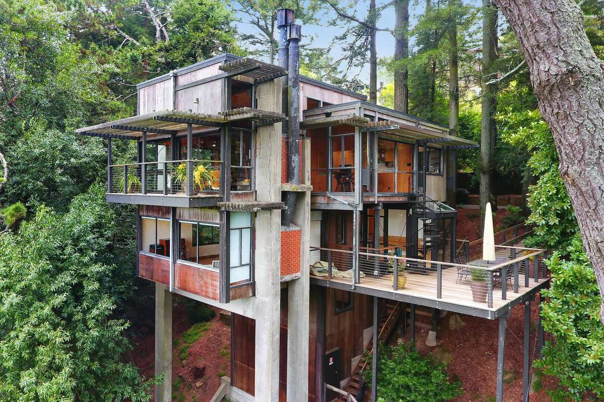 An architectural treasure designed by Joseph Esherick is tucked away among the trees of the Montclair hills in Oakland and is listed for $2 million.