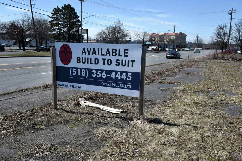 The former Starlite property on Route 9R on Monday, April 9, 2018, in Colonie N.Y. Town planners will review how traffic will be handled at the site. (Will Waldron/Times Union) Photo: Will Waldron, Albany Times Union