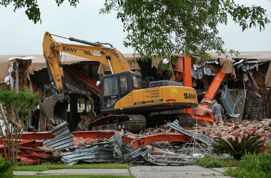 Construction workers demolish the United Orthodox Synagogues building, which was flooded during Hurricane Harvey Monday, April 9, 2018, in Houston. ( Godofredo A. Vasquez / Houston Chronicle ) Photo: Godofredo A. Vasquez / Houston Chronicle