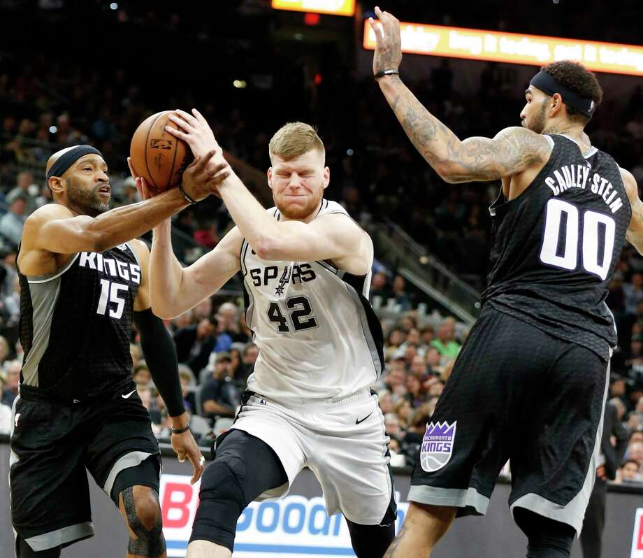 San Antonio Spurs center Davis Bertans (42) looks for room between Sacramento Kings guard Vince Carter (15) and center Willie Cauley-Stein (00) during first half action Monday April 9, 2018 at the AT&T Center. Photo: Edward A. Ornelas, San Antonio Express-News / © 2018 San Antonio Express-News