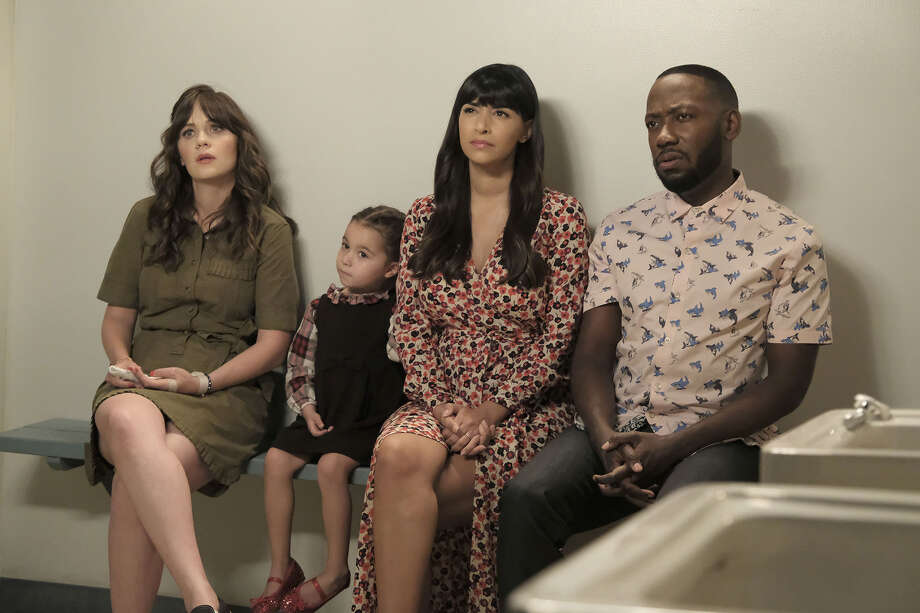 """NEW GIRL:  L-R:  Zooey Deschanel, guest star, Hannah Simone and Lamorne Morris in the """"About Three Years Later"""" season seven premiere episode of NEW GIRL airing Tuesday, April10 (9:30-10:00 PM ET/PT) on FOX.  ©2018 Fox Broadcasting Co.  Cr:  Ray Mickshaw/FOX Photo: Credit: Ray Mickshaw/FOX / ©2018 Fox Broadcasting Co. Credit: Ray Mickshaw/FOX"""